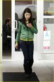 Miranda-cosgrove-hungry-cat-03