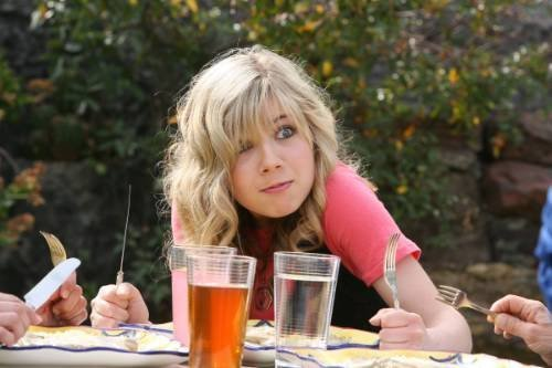 File:Jennette, demanding food 24219 101408403231377 100000866538214 33609 7492054 n.jpg