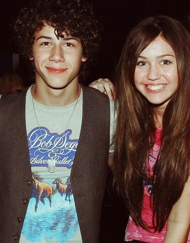 File:Children-feia-miley-cyrus-nick-jonas-niley-niley.-Favim.com-62352.jpg