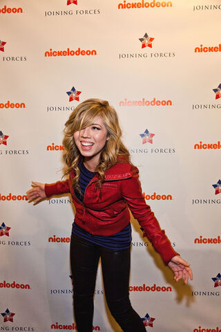 File:Jennette+McCurdy+iCarly+Visits+Naval+Submarine+oD7at lv1gbl.jpg