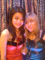 File:180px-Carly & Sam(iCarly Awards).jpg