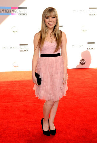 File:Jennette+McCurdy+2010+American+Music+Awards+WKB5PwGvhrYl.jpg