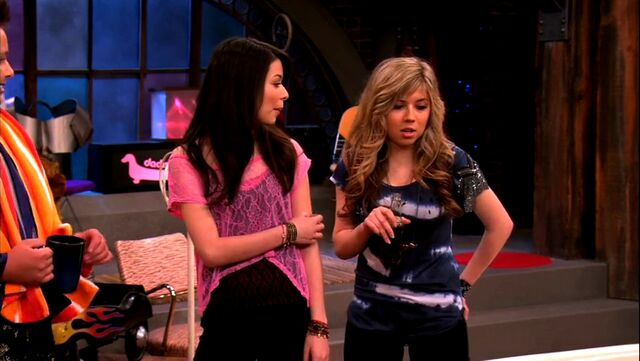 File:ICarly.S04E09.iPity.the.Nevel-HD.480p.WEB-DL.x264-mSD.mkv 000529070.jpg