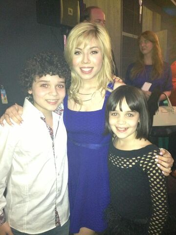 File:Cameron and his sister with Jennette at 2013 KCA party.jpg
