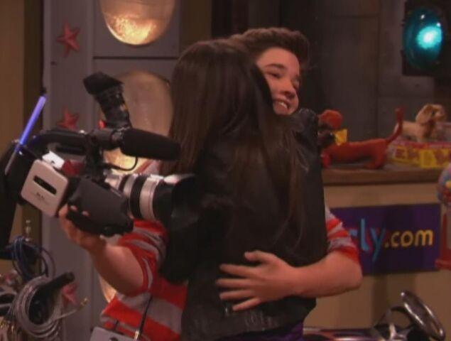 File:Freddie and Shelby Hug.jpg