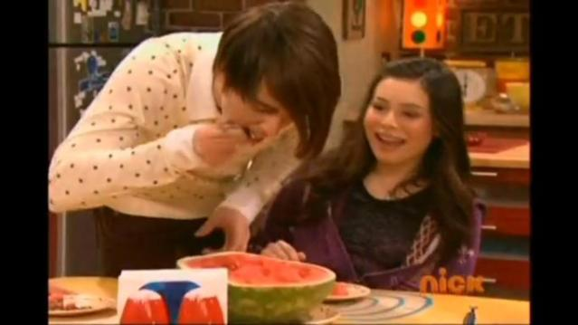 Sam And Carly Kiss