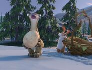 Ice Age- The Great Egg-Scapade Sid with Egg and Clint