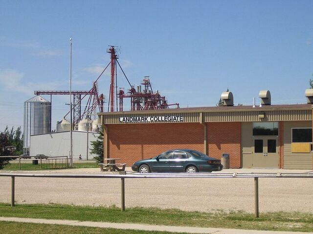 File:Landmark, Manitoba.JPG