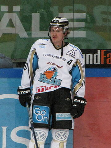 File:Helminen Dwight Pelicans 2011 1.jpg