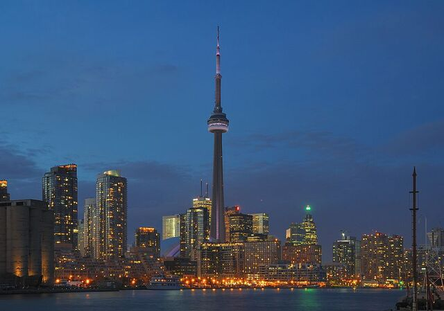 File:800px-Toronto - ON - Skyline bei Nacht.jpg