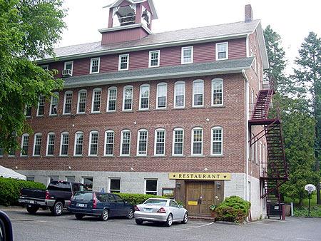 File:Lakeville, Connecticut.jpg