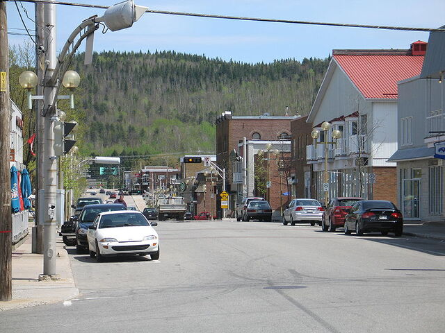 File:La Tuque, Quebec.jpg