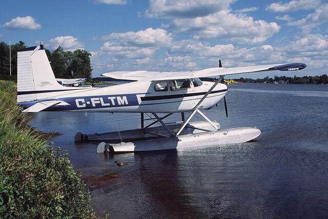 File:Lac-à-la-Tortue.jpg