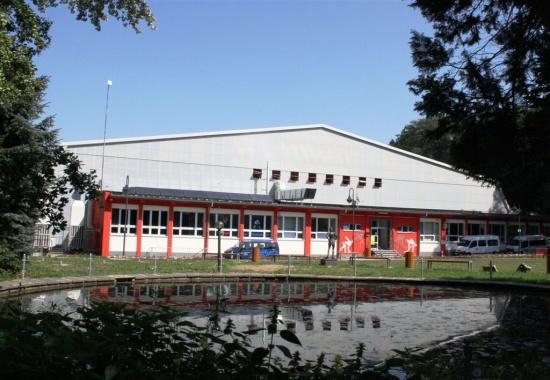 File:Eisstadion Crimmitschau.jpg