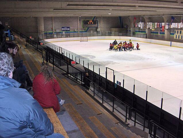 File:Centre-etienne-desmarteau-secondIce rink.jpg