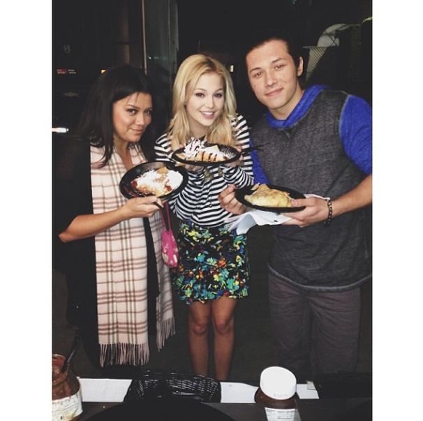 Image - Olivia holt with so food with Leo Howard.png | I ... Olivia Holt And Leo Howard