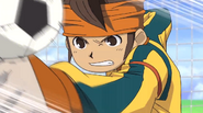 Endou punching the ball back