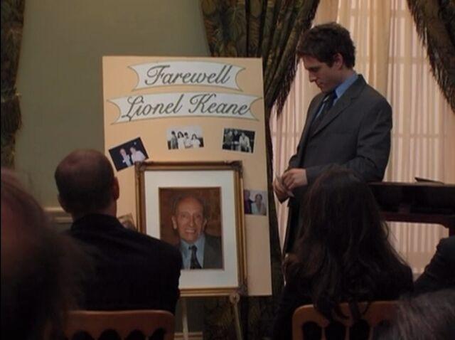 File:The Gang Finds a Dead Guy Lionel Keane.jpeg
