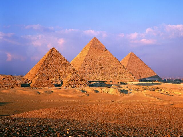 File:Pyramids-of-Giza-egypt-1239953 1600 1200.jpeg