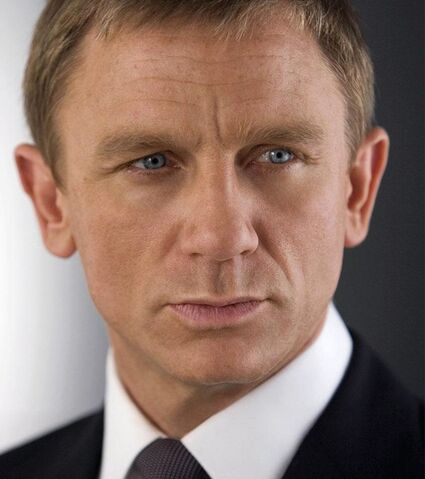 File:Bond - Daniel Craig - Profile.jpg