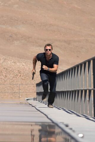 File:Quantum of Solace - Bond 11.jpg