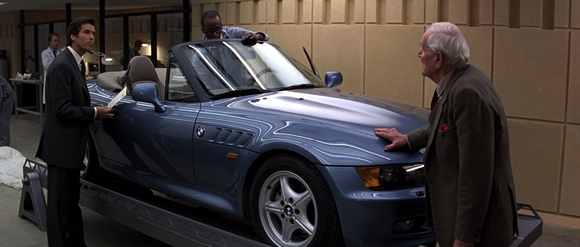 Image Goldeneye Q Demonstrates The Bmw Z3 Jpg James Bond Wiki Fandom Powered By Wikia