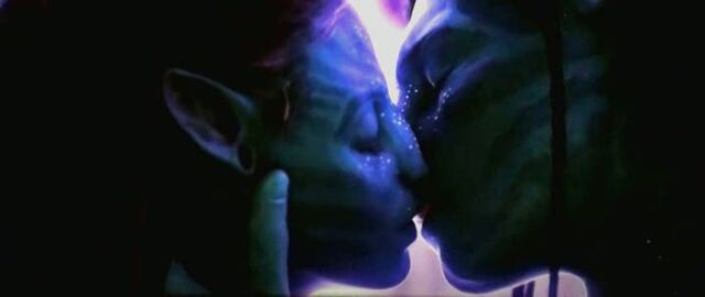 File:Jake and Neytiri kissing.jpg
