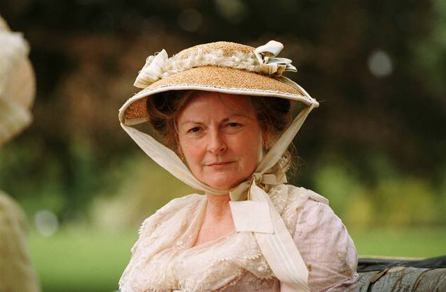 mrs bennet How not to father: mr bennet and mary gracia fay ellwood the double stress on mrs bennet very likely contributes substantially to her embarrassing behavior, no doubt making hers the chief contribution to the total want of propriety.