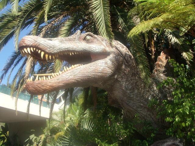 File:Spinosauro finto.JPG