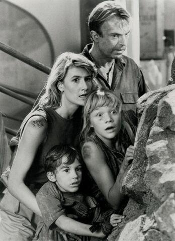 File:Jurassic-Park-Still-Shots-2.jpg