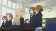 Ritsu asking the Volleyball Club about the graduation trip
