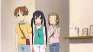 Ui, Azusa and Ritsu at home