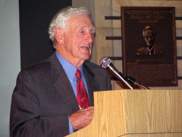 파일:John Seigenthaler Sr. speaking.jpg