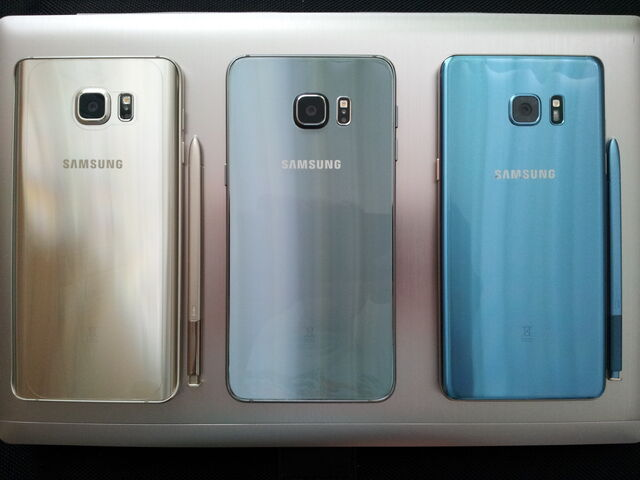 파일:Samsung Smartphones.JPG