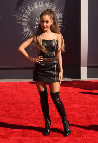 File:2014-mtv-video-music-awards-arrivals-1.jpg