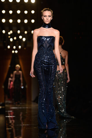 File:Atelier Versace - Haute Couture Fall 2013 Collection 003.jpg