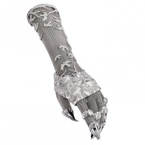File:Shaun Leane x Daphne Guinness - Bespoke diamond glove.jpg