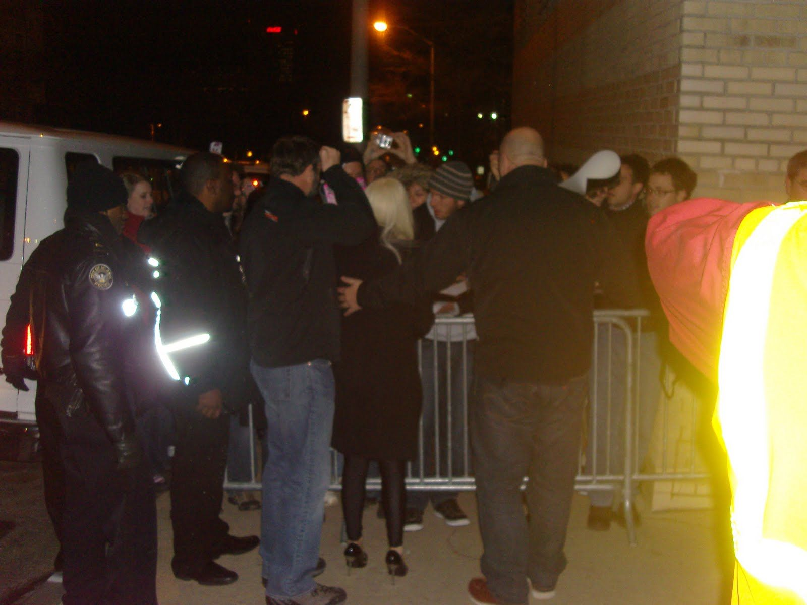 File:12-29-09 Before her concert 002.JPG