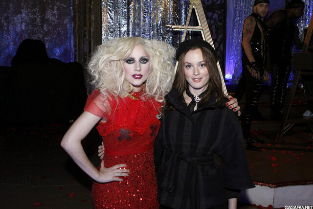 File:Gossip Girl Backstage 3.jpg