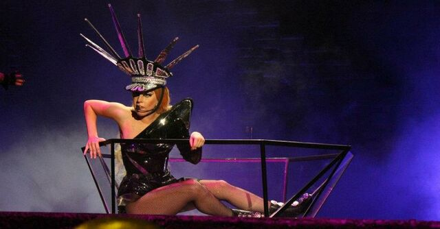 File:The Born This Way Ball Tour LoveGame 006.jpg