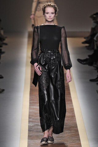File:Valentino - Spring-Summer 2012 RTW Collection.jpg