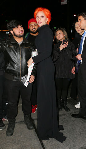 File:2-16-16 Arriving at her apartment in NYC 001.jpg