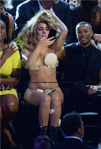 File:8-25-13 MTV VMA's Audience 001.jpg
