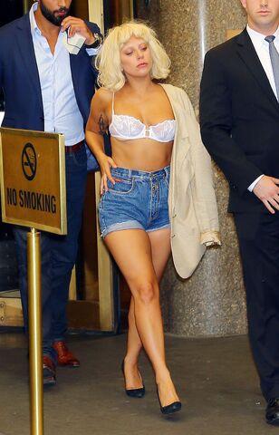 File:Leaving Radio City Music Hall in NYC 23.06 (2).jpg