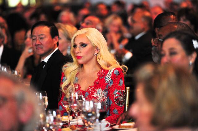 File:10-19-15 At National Arts Awards in NYC -Inside- 008.jpg