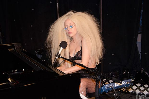 File:11-12-13 At Howard Stern - Performance 001.jpg