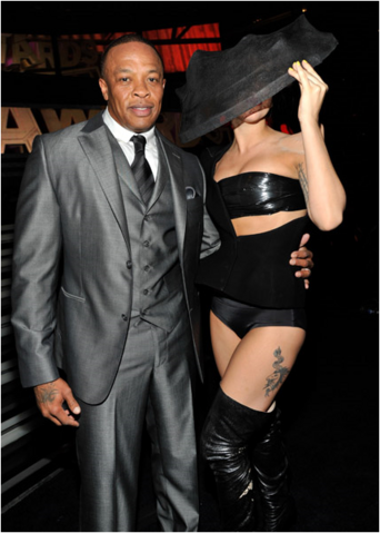 File:Backstage at the 2011 Grammys 009.png