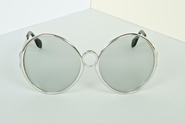 File:Silhouette - Silver Oversized vintage.jpg