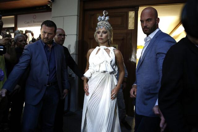 File:9-19-14 Leaving Grande Bretagne Hotel in Athens 001.jpg