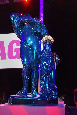 File:ArtRave - Jeff Koons Sculpture 003.JPG